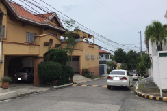 560 sqm 2 Storey in Tahanan Village, Paranaque City
